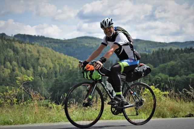 Olaf Teleszyński z Rzeszowa był jednym z uczestników Rowerowego Maratonu Dookoła Polski. Z Rozewia wzdłuż granic polskich, do Rozewia dojechał w 288 godzin i 31 minut (12 dni), z czego 167 na siodełku.