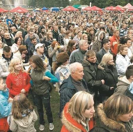 Ludzi nie odstraszyła nawet pogoda. W sobotę występ kabaretu Paranienormalni oglądały tysiące żaganian i przyjezdnych.