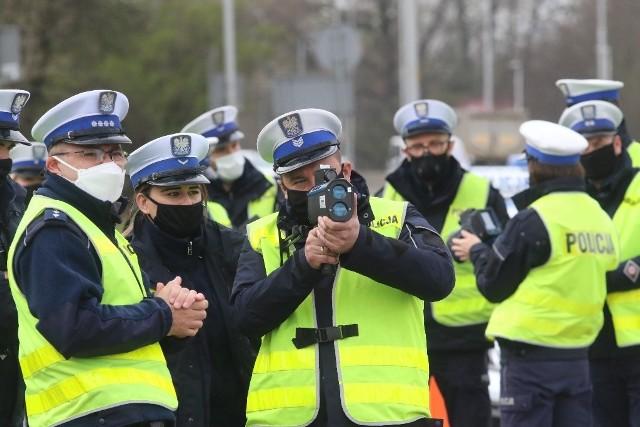 Policyjne szkolenie w mierzeniu prędkości na al. Karkonoskiej