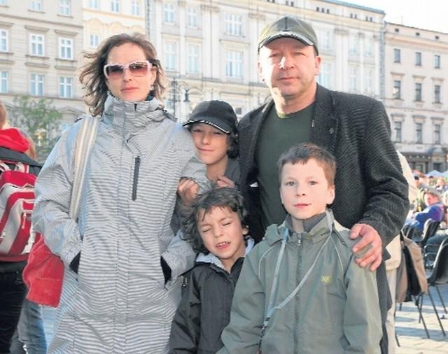 Aleksandra Justa i Zbigniew Zamachowski na zdjęciu z dziećmi z czasów, gdy byli zgodnym małżeństwem