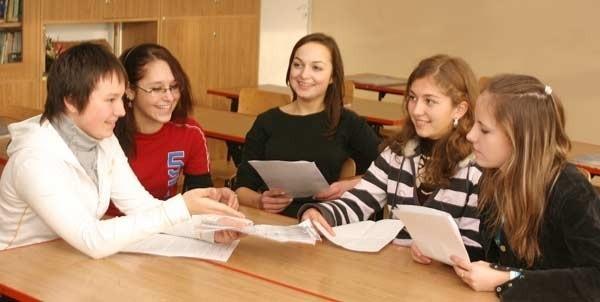 Od lewej: Izabela Oślizło, Edyta Kawa, Justyna Haba, Katarzyna Martko, Paulina Marszał: Co pięć głów to nie jedna. Razem zmierzymy się z problemami.