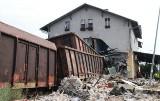 Tego nikt nie mógł przewidzieć... Tragiczne i niewiarygodne wypadki w woj. lubuskim: wagony wbiły się w budynek. O tym mówiła cała Polska