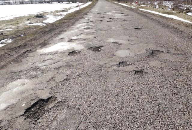 Kierowcy od lat nie mogą doczekać się remontu drogi Juszkowy Gród-Jałówka