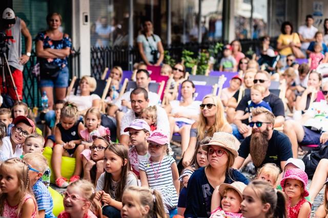 Do tej pory w ramach projektu odbyło się blisko 270 wydarzeń plenerowych o bardzo zróżnicowanej tematyce. Nie inaczej będzie w tym roku – Estrada Poznańska, będąca głównym organizatorem projektu, zadbała o każdego miłośnika kultury!