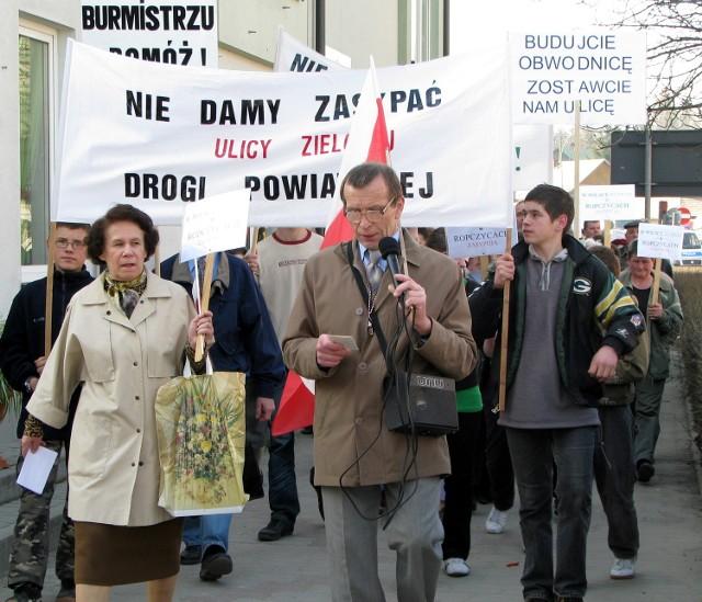 """Mieszkańcy na różne sposoby walczyli o tunel na ul. Zielonej. Jednym z nich była blokada krajowej """"czwórki"""""""