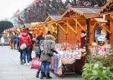 Niedziela na Targu Świątecznym na pl. Adamowicza i pl. Lotników w Szczecinie. Co ciekawego na stoiskach?