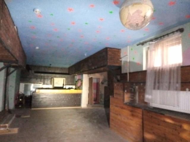 Pamiętacie tę salę. Tak. Tutaj był bar a obok dyskoteki.