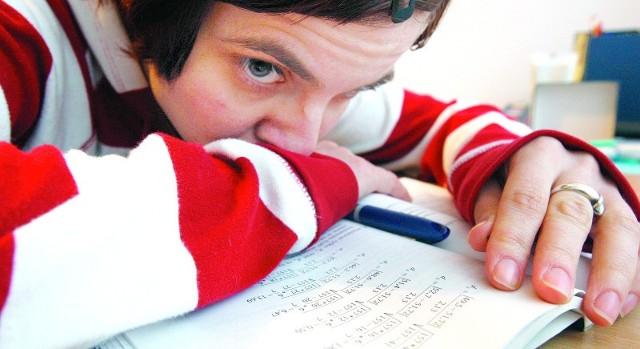Zbyt wysoki poziom stresu sprawia, że wiedza przestaje wchodzić nam do głowy.