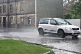 Ulewa w Wągrowcu. Zalane ulice i chodniki. Obowiązuje ostrzeżenie IMGW