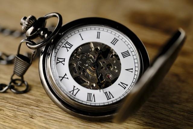 Dlaczego zmiany czas? Kiedy dokładnie musimy przestawić zegarki? Czy wskazówki przesyłamy do tyłu, czy do przodu? Czy to ostatni raz w tym roku, kiedy musimy zmienić czas? Odpowiedzi znajdziesz w naszej galerii. Odpowiedzi znajdziesz w naszej galerii.