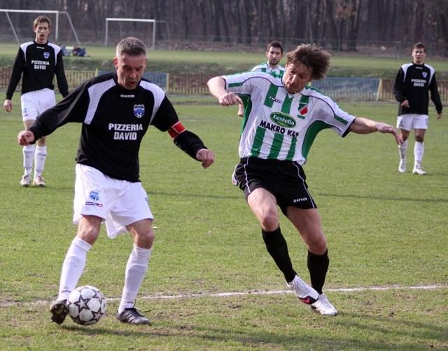 Wisłok Wiśniowa u siebie spróbuje pokonać Turbie, ale zagra bez swojego kapitana Grzegorza Szołdry (z lewej), który na boisku zawsze daje z siebie wszystko.