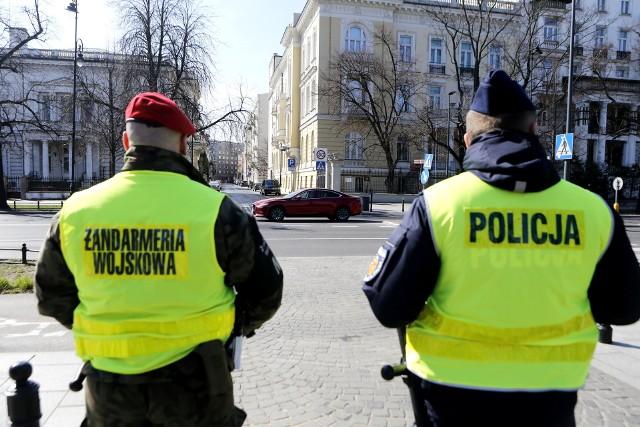 W Białymstoku możemy spotkać wzmożone patrole policji z żandarmerią wojskową. Zdjęcie archiwalne