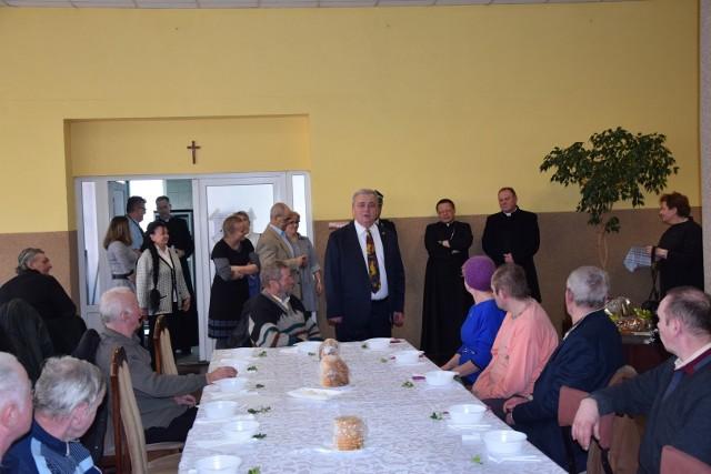 Metropolita Łódzki ks. abp Grzegorz Ryś odwiedził w środę Łask. Przy wielkanocnym posiłku spotkał się z mieszkańcami Łasku, którzy zimą korzystają z darmowych posiłków