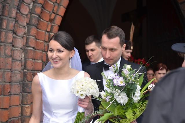 W sobotę 16 kwietnia w kościele kolegiackim w Strzelcach odbył się ślub burmistrza Mateusza Federa i Karoliny Sobierajczyk.
