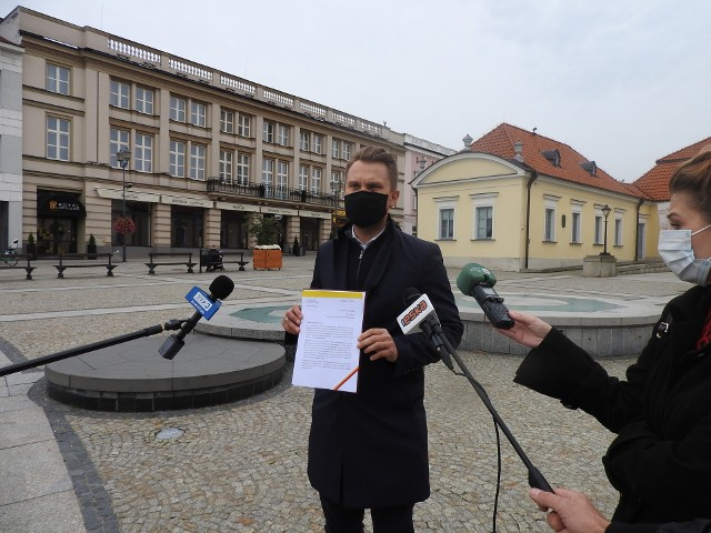 W spotkaniu  Podlaskiego Zespołu Parlamentarnego w sprawie epidemii powinni też wziąć udział starostowie, wójtowie, burmistrzowie, prezydenci, ale też marszałek województwa podlaskiego i wojewoda - uważa poseł Krzysztof Truskolaski