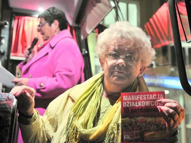 """Ewa Grzybowska, prezes Rodzinnego Ogrodu Działkowego """"Formet"""" w Lisim Ogonie, wczoraj jeszcze przed świtem wsiadła do autobusu, który zabrał ją do Warszawy na protest."""
