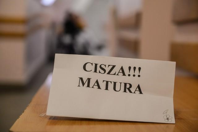 W naszym mieście są trzy licea, w których świadectw dojrzałości nie otrzymało po dwóch maturzystów.