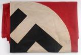 """Zatrzymano neonazistów ze Śląska, którzy """"świętowali"""" urodziny Adolfa Hitlera. Mieli w domach symbole hitlerowskie i broń"""