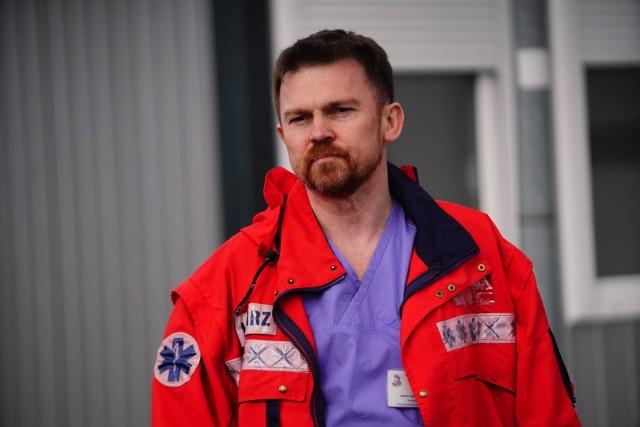 Doktor Jacek Górny próbuje zapraszać koronasceptyków do pracy na oddziałach zakaźnych. Zdjęcie z okresu, gdy nie trzeba było nosić maseczek w przestrzeni publicznej