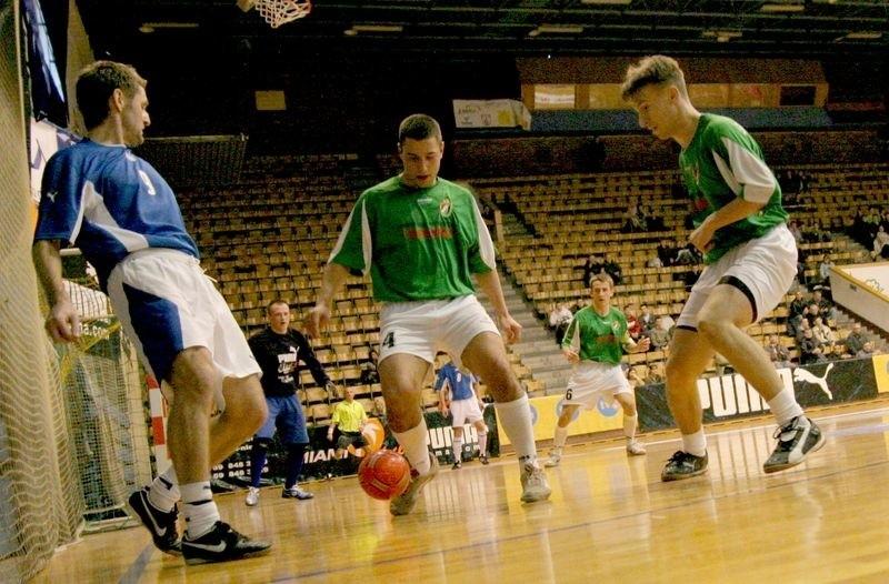 Piłkarze w Amber Cup zagrają jednak na parkiecie, a nie na sztucznej murawie.