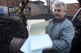 Kto jest zwolniony z akcyzy na węgiel? Składy opału toną w papierach, gdzie mają szukać pomocy? [TELEFONY]