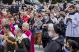 Ulicami Poznania przeszła procesja ku czci Najświętszego Serca Pana Jezusa. Zobacz zdjęcia