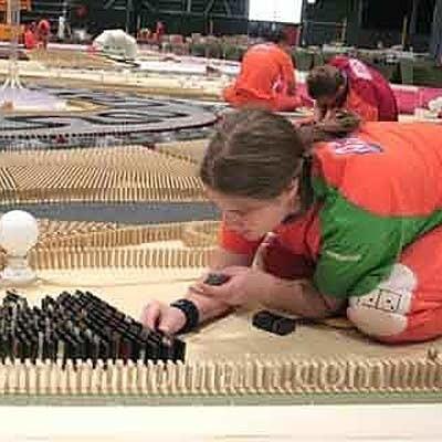 Domino Day to organizowane od 1986 r. coroczne bicie rekordu Guinnessa w przewróconych kostkach domina.