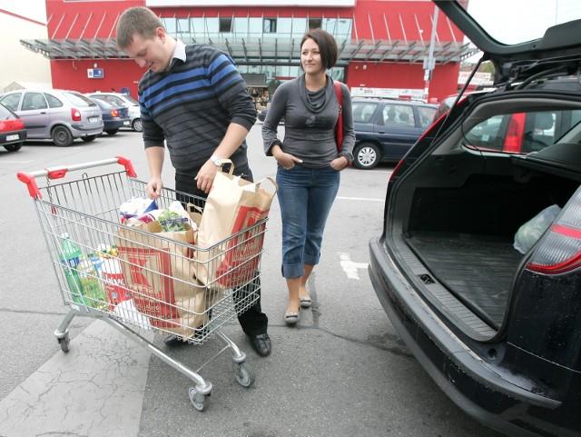 Zakupy robią Piotr i Magdalena Świątek z Wrocławia.