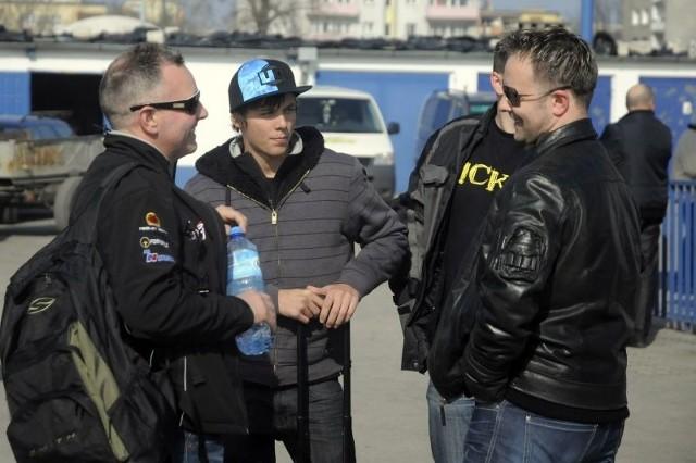 Nick Morris (drugi z lewej) w Bydgoszczy pokazał się na przedsezonowych testach
