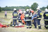 Koszmarny wypadek na polu w Starokrzepicach. Podczas pracy prasa wciągnęła rękę 43-letniemu mężczyźnie