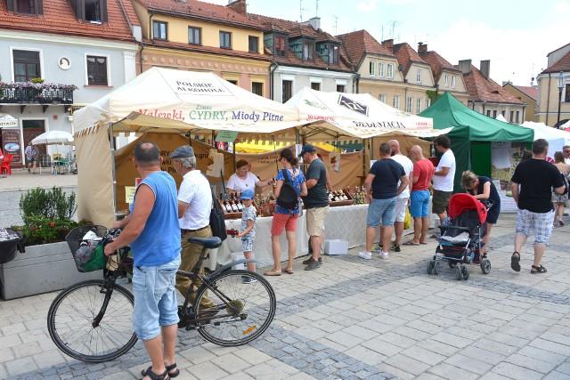 Sery z mleka krowiego, koziego i owczego – w Sandomierzu ruszył w piątek, 1 czerwca, VIII festiwal Czas Dobrego Sera i Wina. Potrwa do niedzieli, 3 czerwca. Na sandomierskim rynku, gdzie przez trzy dni trwać będzie wielka uczta można smakować win i serowych przysmaków w kilkuset gatunkach oraz zrobić zapasy do domowej spiżarni.>>>WIĘCEJ O SERACH W SANDOMIERZU NA KOLEJNYCH SLAJDACH