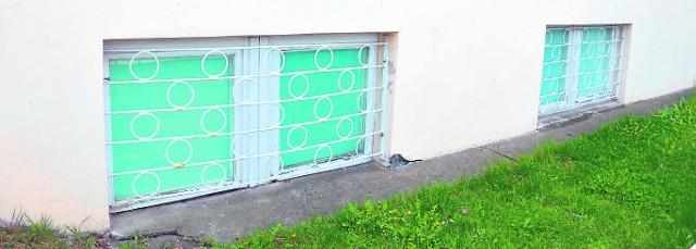 Okna strzelnicy są nadal zamalowane farbą, nie są na razie prowadzone czynności mające przywrócić poprzedni stan. Na drzwiach strzelnicy w piwnicy budynku szkoły jest wywieszka z inforamcją czemu słuzyło to pomieszczenie.