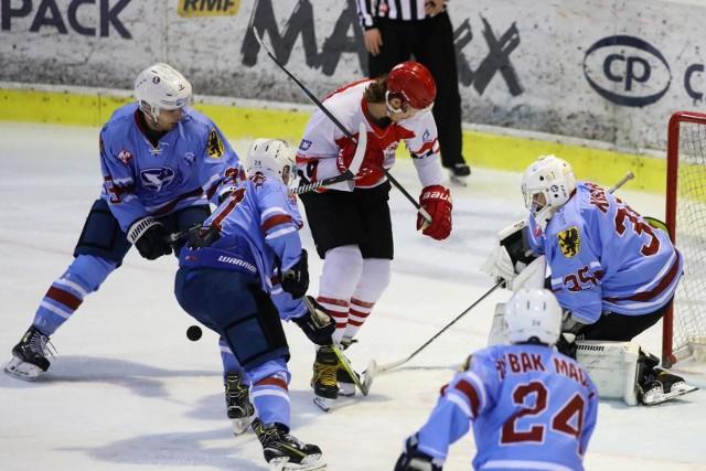 Młoda drużyna Stoczniowca Gdańsk nie radziła sobie na sportowej niwie w Polskiej Hokej Lidze. Niestety, występy na najwyższym szczeblu rozgrywek zakończy po zaledwie roku