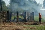 Sprzątanie po pożarze w Wiosce Gotów w Masłomęczu (ZDJĘCIA)