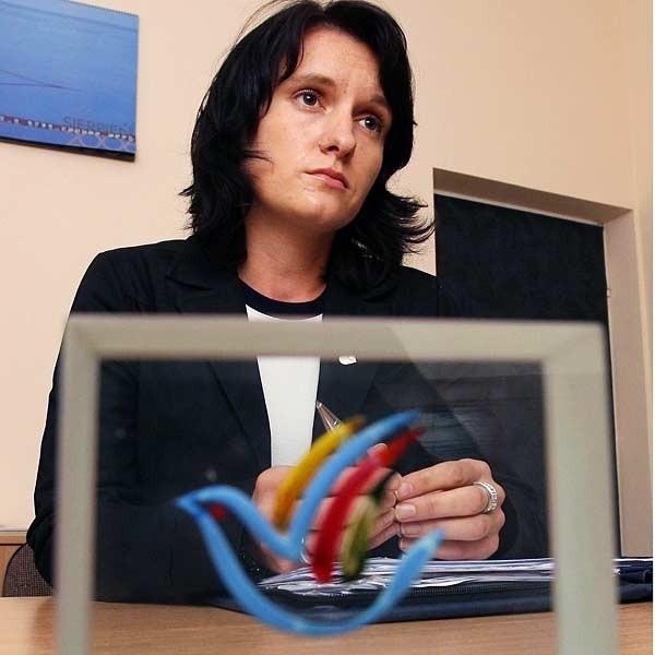 Katarzyna Stachowicz już nie chce kierować regionalnym biurem w Brukseli. Teraz jest na wakacjach. I nie odbiera telefonu.
