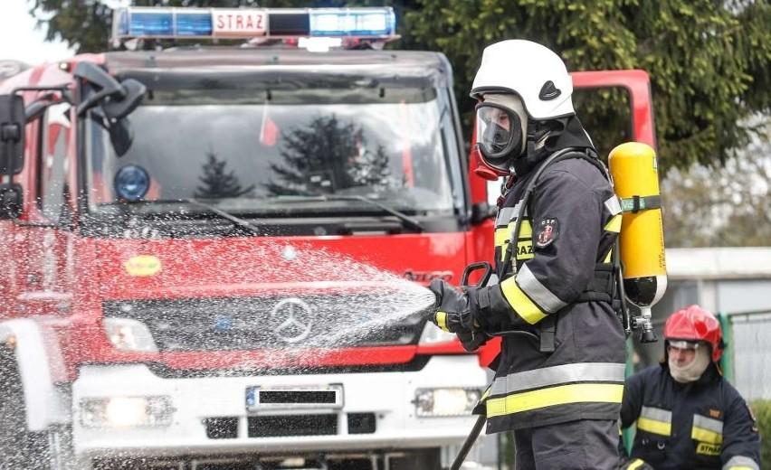 Pożar stolarni w Ostrowitem w powiecie słupeckim. Strażakom udało się opanować żywioł