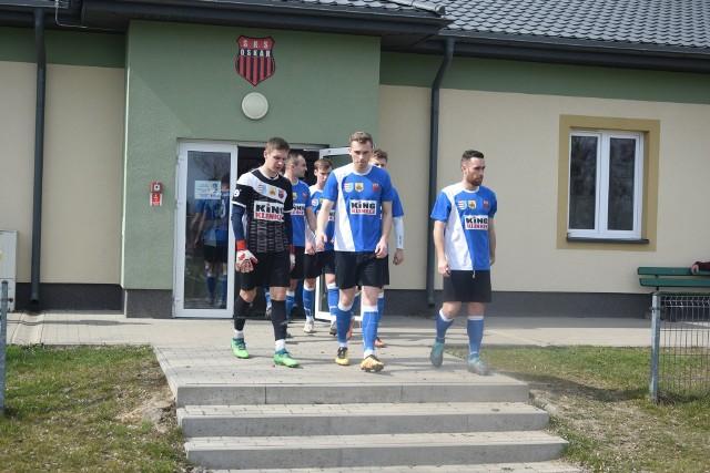Piłkarzy Oskara w sobotę czeka mecz z Prochem w Pionkach.