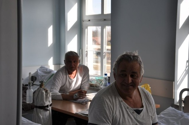 Pacjenci nie mieszczą się w salach. Łóżka stoją już na korytarzach