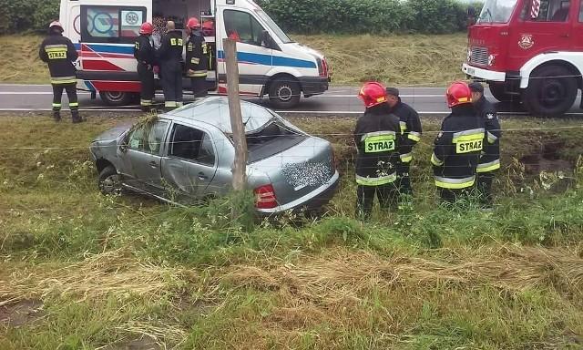 Na drodze krajowej nr 21 koło Dretynia (gm. Miastko) kierowca skody z powodu nadmiernej prędkości stracił panowanie nad samochodem i wylądował w rowie. Na szczęście nic mu się nie stało. Kierowca został ukarany mandatem. (ang)Oglądaj także: Kolizja w Miłocicach na drodze krajowej nr 21