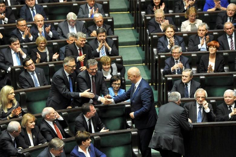 Przywileje i zarobki parlamentarzystów...