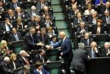 Przywileje i zarobki parlamentarzystów