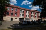Ulica Warszawska 18. Koncepcja jest. Ale budynek stoi pusty, bo brakuje pieniędzy [ZDJĘCIA]