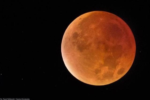 Zaćmienie księżyca i pełnia księżyca w tym samym czasie. 31 stycznia zobaczymy krwawy księżyc, superksiężyc, niebieski księżyc jednocześnie