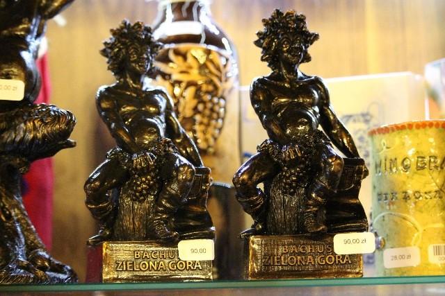 Średnia figura Bachusa, to wydatek rzędu 90 zł. Są też mini bachusiki, które można sobie kupić za 20 lub 18 złotych.