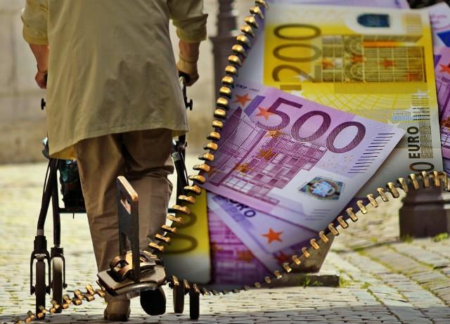 Łączne zadłużenie emerytów w Polsce do 5,8 mld zł. Zadłużenie może się powiększyć, bo seniorzy często wspierają dzieci i wnuków. Ci z kolei tracą pracę z powodu pandemii - to już 114 tys. osób od marca