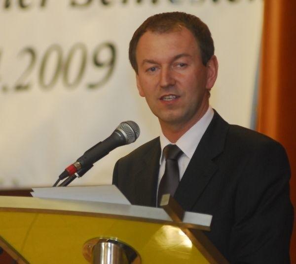 - Wszyscy usunięci członkowie mogą od nowa rozpocząć pracę dla mniejszości - mówi Norbert Rasch, przewodniczący zarządu
