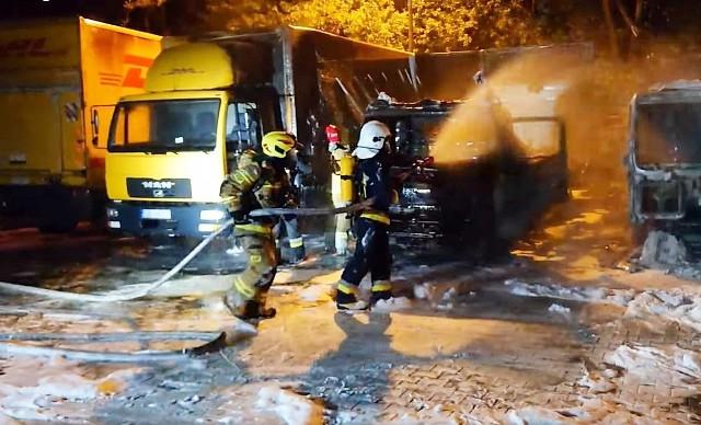 Pożar w firmie kurierskiej DHL wybuchł nad ranem w Czzechowicach-Dziedzicach.