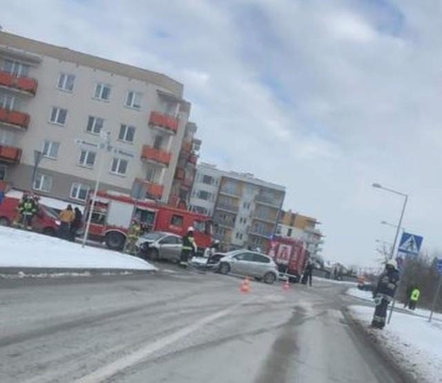 Do wypadku doszło na ulicy Zdrojowej w Grójcu. Ranny został kierowca jednej z osobówek.