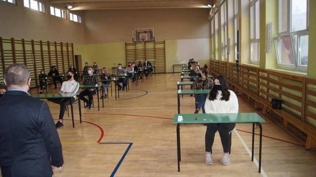 Uczniowie pisali w czwartek próbny egzamin z matematyki.
