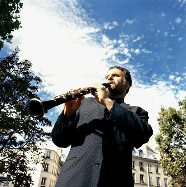 David Krakauer wylansował tzw. klezmer-jazz – naturalne połączenie tradycyjnej muzyki żydowskiej z elementami ortodoksyjnego jazzu, które przyniosło mu światowy sukces.
